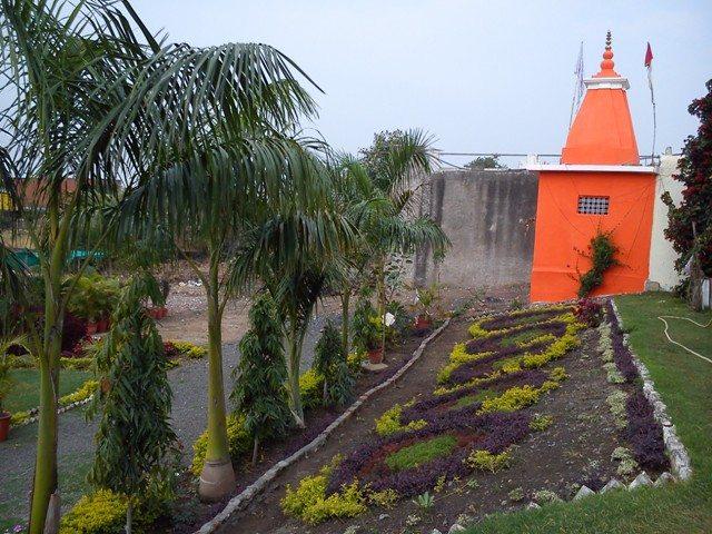 Roadside dhaba (back side) at Manpur (Agra-Indore-Dhule-Mumbai NH No. 3)