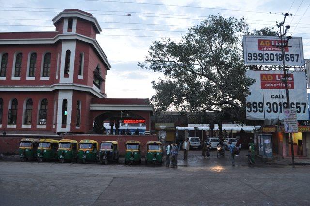 Entrance for Broad Gauge side (Platform No. 5) Indore Station (Siyaganj side)