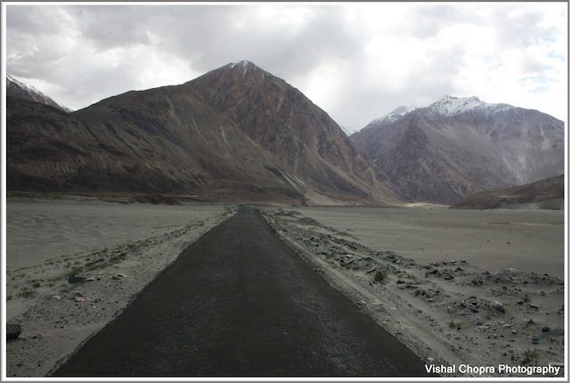 Road from Diskit to North Pullu