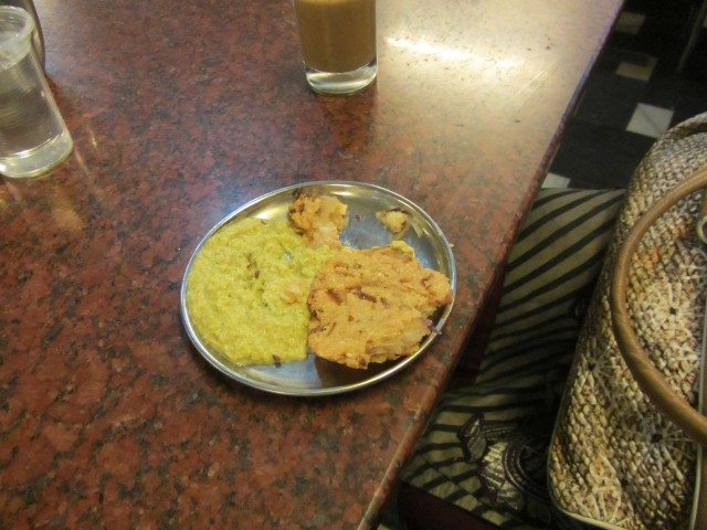 The famous Maddur Vada with Chutney