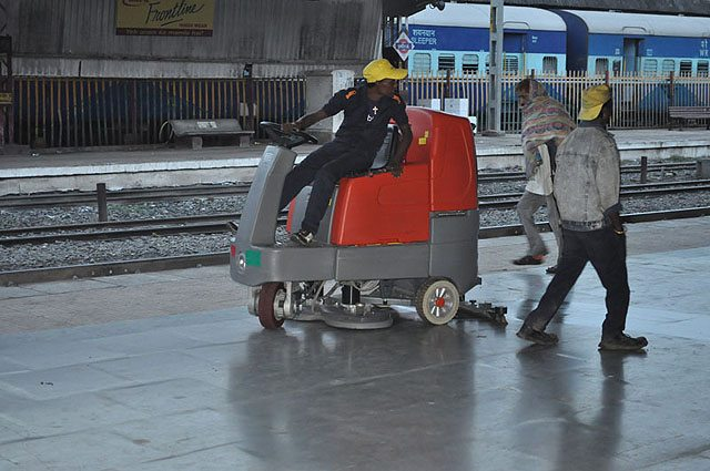 Floor cleaner vehicle. Can clean entire platform within half an hour.
