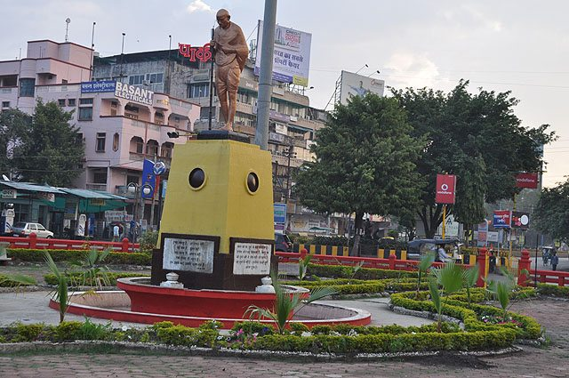 Bechare Baapu at M.G. Chowk, Indore.