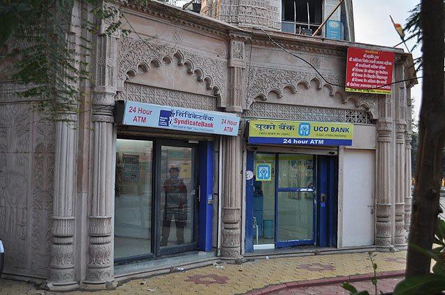 ATM at RNT Marg / MG Road crossing. Jain Building.