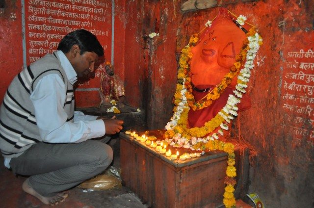 Devotional moments at Sejwaya Hanuman Temple