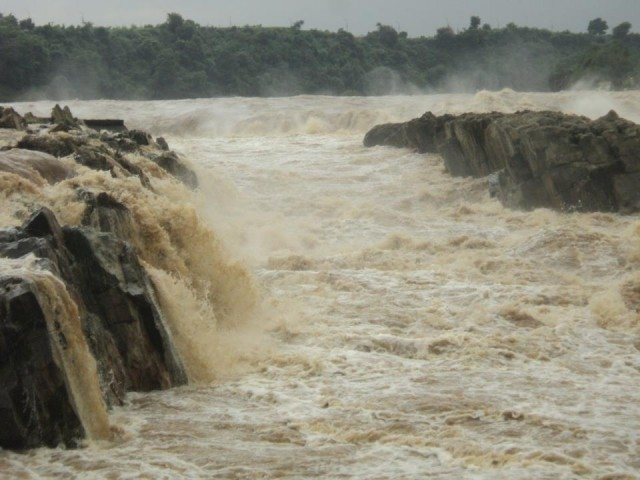 Narmada in its full flow at Dhuandhar Falls
