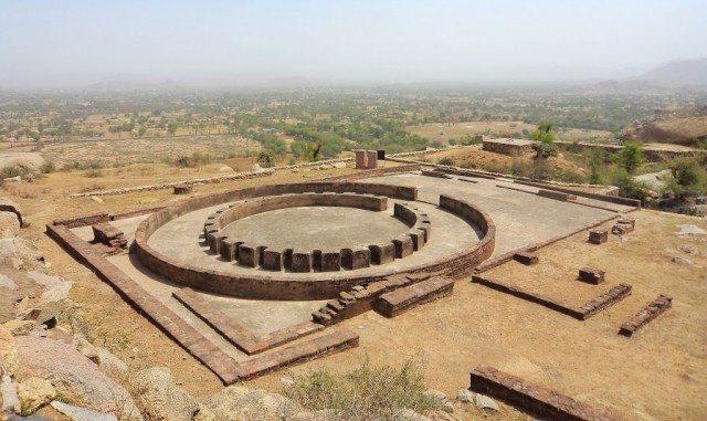 लगभग  2500 साल पुराना सम्राट अशोक द्वारा बनवाया गया बुद्ध स्तूप