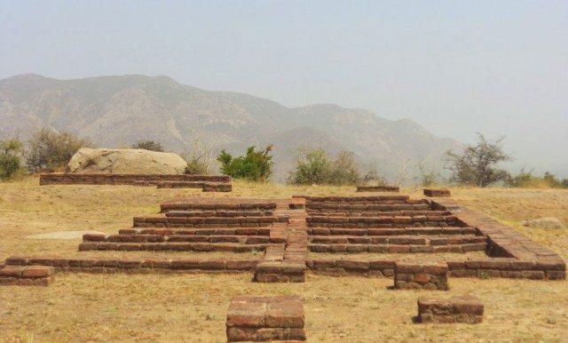 तीसरे समतल मैदान पर बना बोद्ध भिक्षुओ के लिए बने आयताकार  विहार (कक्ष)