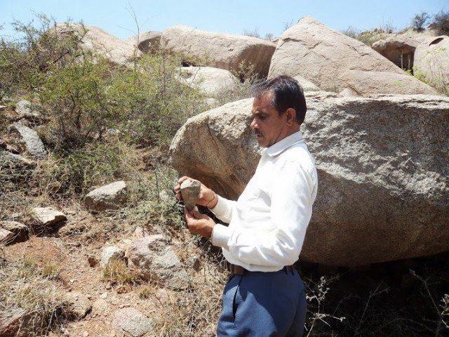 लाहिरी राम जी मीणा जो  (भारतीय पुरातत्व सर्वेक्षण ) में कार्यरत है