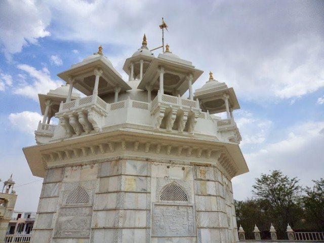 नौ महला जिसका उपयोग रानीवास के लिए किया जाता था ... इस पर नौ छतरियां विराजमान है