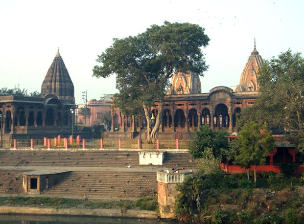 Krishnapura_Chhatri_on_Khan_Riverbank