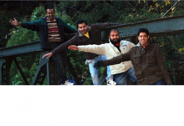 लोहे के पुल पर चारों का फोटो (L-R) गौरव, हुज़ेफा, अनूप और राहुल।