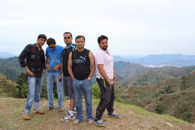 A group picture taken in the route