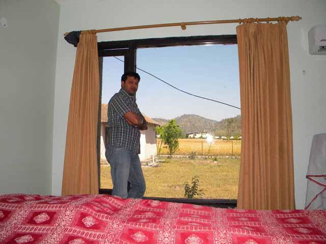 सुबह का खिड़की से नजारा