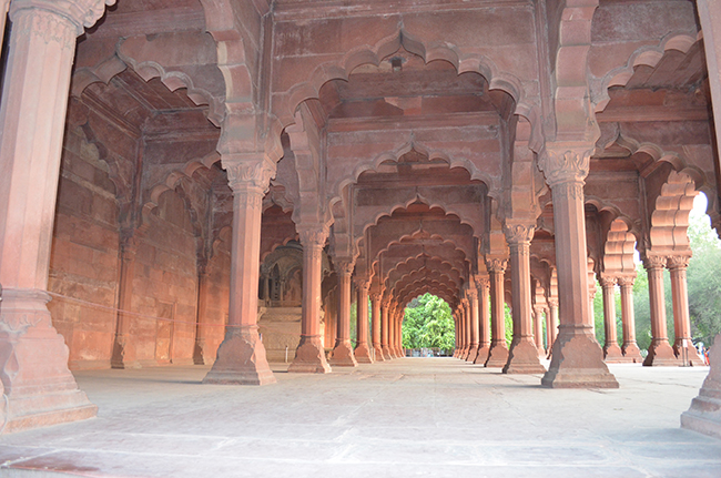 A day in the historic red fort shahjahanabad the for Diwan i aam images