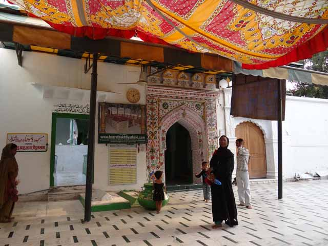 Entrance to Hazrat Bakhtiyar Dargah