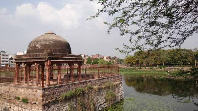 Hauz Shamsi with the Pavilion
