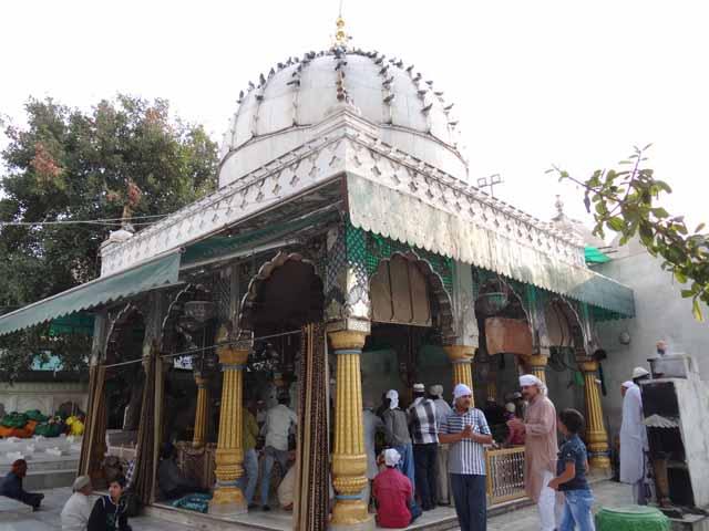 Hazrat Bakhtiyar Dargah