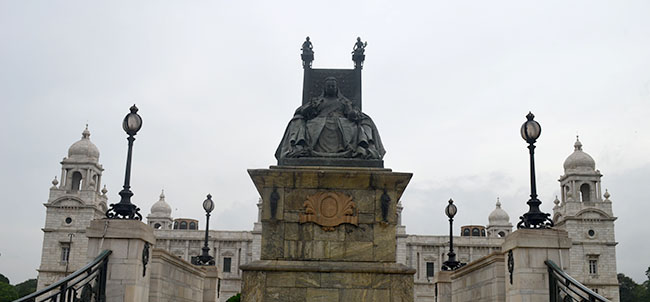A statue of Queen Victoria at the entrance