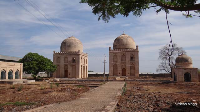 Tomb of Hazrat Sayyid-us-Sadat