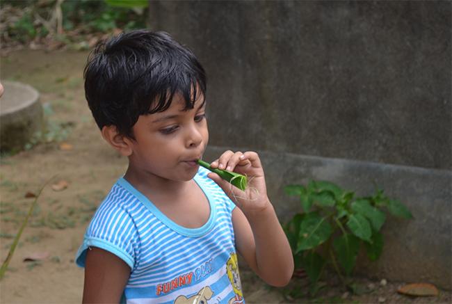 Tricks transferred - Poor boy's handmade flute (Banana leaf)