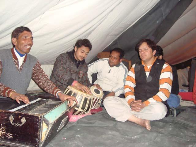 पुष्पराज और उसकी टोली के साथ पहाड़ी गीत-संगीत