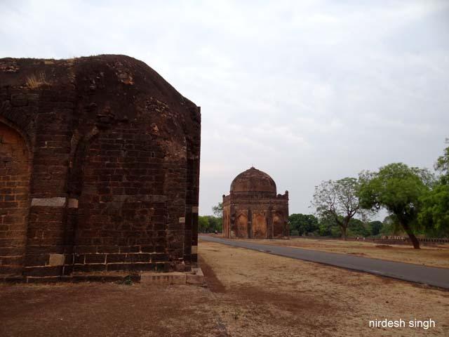 Mohammed Shah III Tomb (incomplete) & Malika-i-Jahan Tomb