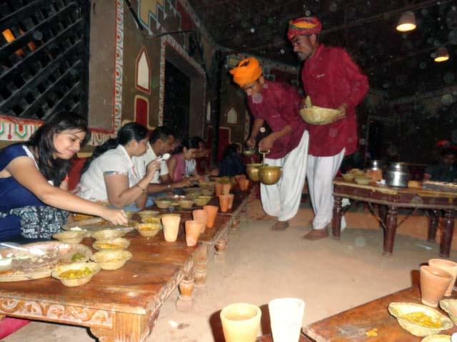 राजस्थानी मेहमाननवाज़ी चोखी ढाणी में