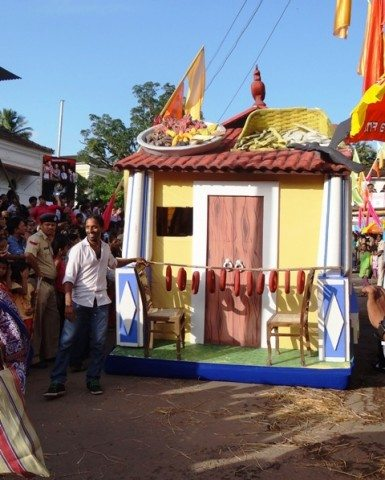A float depicting a Goan house complete with the Goan sausages strung outside and the spices and fish drying on top