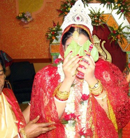 Covering face with betel leaves Bong style