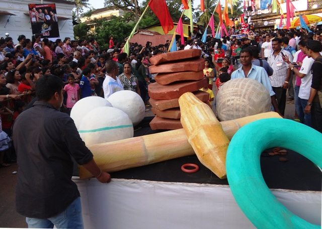 Float depicting the traditional games... Gilli Danda, Tennicoit, Pitthu