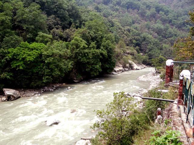 Mandakini flowing alongside our camp at Kakdagaad