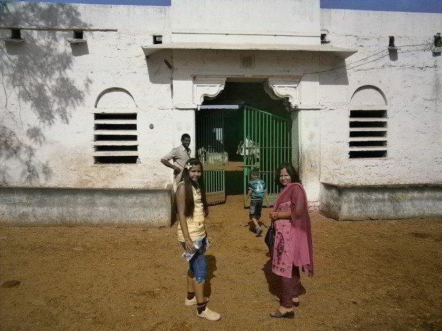 श्रीनाथ जी गौशाला में प्रवेश