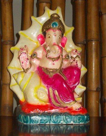 इंदौर गेस्ट हाउस में रखी गणेश जी की मूर्ति