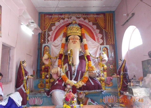 श्री बड़े गणेश मंदिर में स्थित गणेश जी