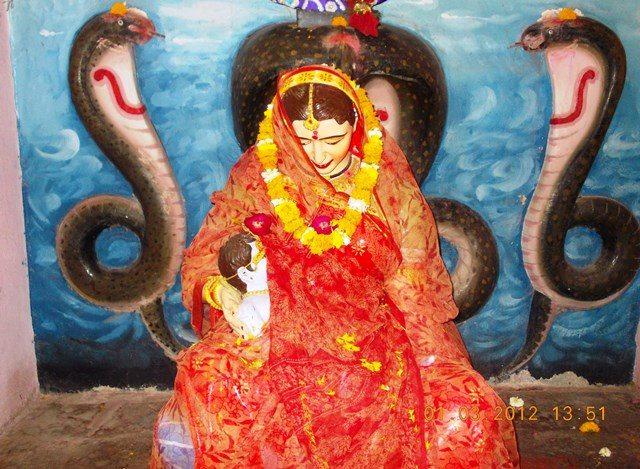 श्री बड़े गणेश मंदिर में स्थित यशोदा माता कान्हा जी के साथ