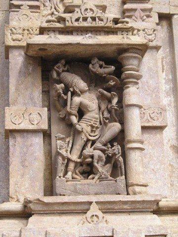 ममलेश्वर मन्दिर की दीवारों पर कलाकारी
