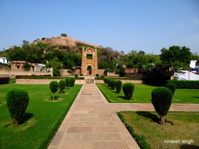 Chanderi - Badal Mahal with the Fort as Backdrop