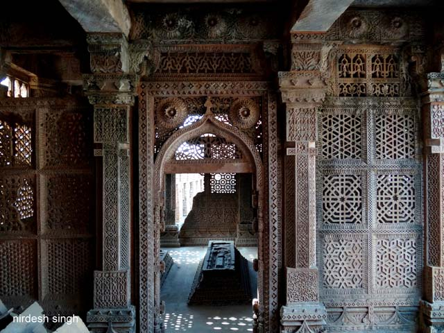 Chanderi - Exquisite Jaali Screens at Nizamuddin Complex