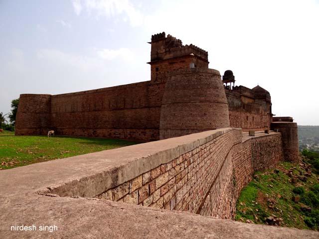 Chanderi Fort - Battlements & Navkhand Palace