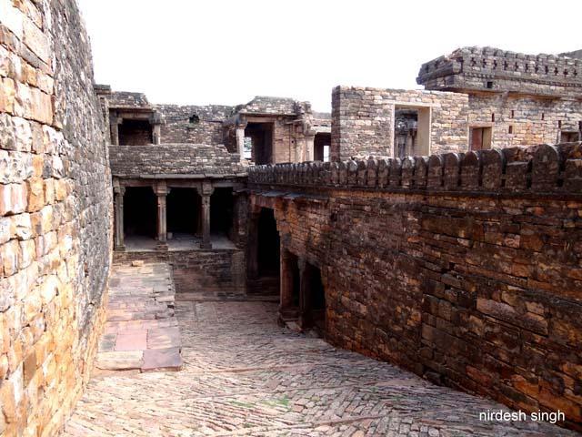 Chanderi Fort - Way to Khooni Darwaza