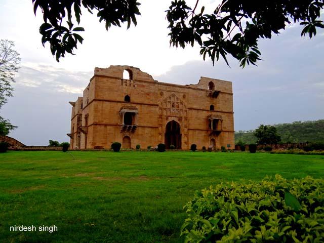 Chanderi - The Imposing Koshak Mahal