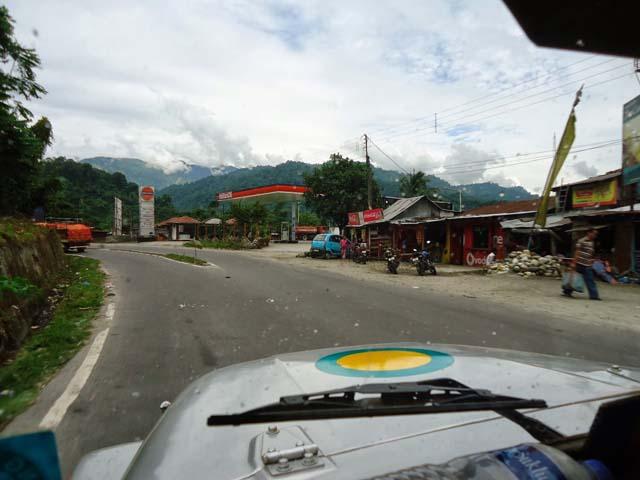 गंगटोक जाने की रोड से सामने दिखते पहाड़