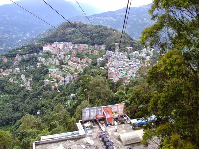 रोप वे से गंगटोक शहर का विहंगम दृश्य