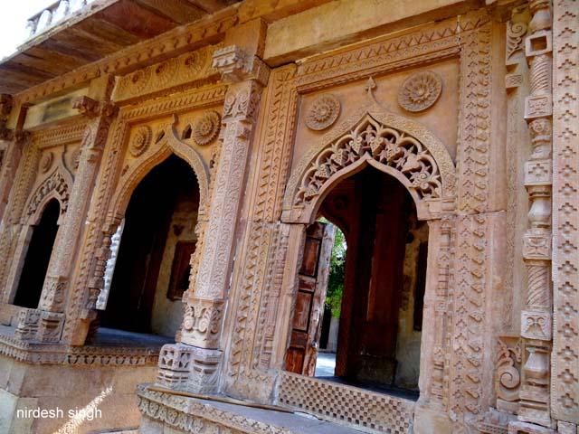 Jama Masjid - Extravagant Carving on the entrance to Chanderi Jama Masjid