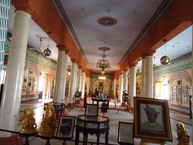महल के अंदर गैलरी