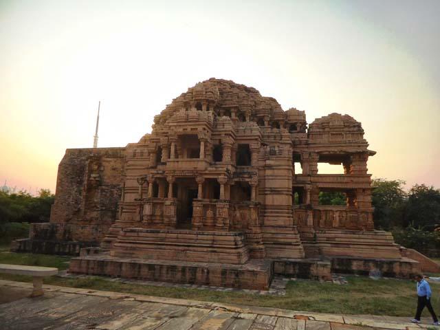 सास-बहु का मंदिर सही शब्दो में सहस्त्रबाहु का मंदिर