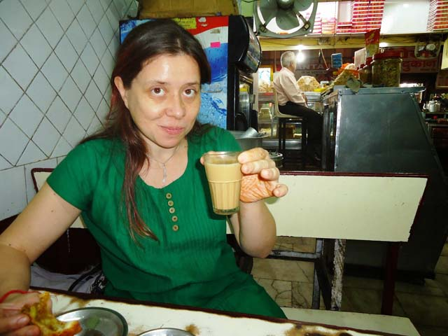 चाय और समोसे के साथ   lauranne