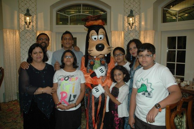 All family with Goofy