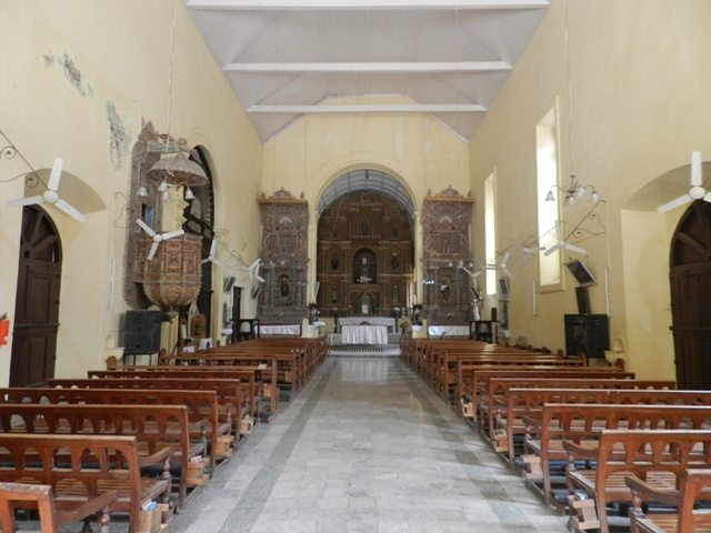 Insight of Bom-Jesus Church, Daman