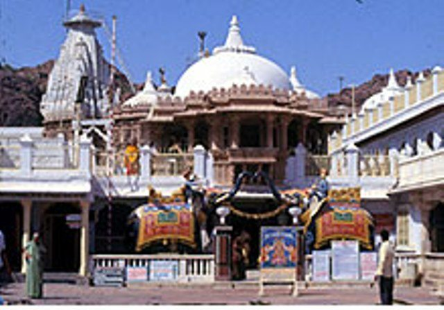 Srinathji Temple compiled from web